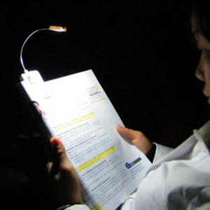 Glovion Portable Dual Power Usb/solar Energy LED Reading Light Table Lamp LED Clip-on Emergency Light with Flexible Neckand Clip-on
