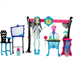 Monster High Skulltimate Science Class Playset with Doll - Frankie Stein