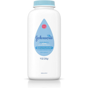 Johnson's Baby Powder with Naturally Derived Cornstarch Aloe and Vitamin E, Hypoallergenic, 9 oz